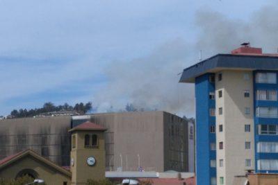 FOTOS | Reportan principio de incendio que afecta a Universidad Adolfo Ibáñez