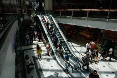 Así funcionará el comercio este 1 de mayo: revisa los horarios de malls y supermercados