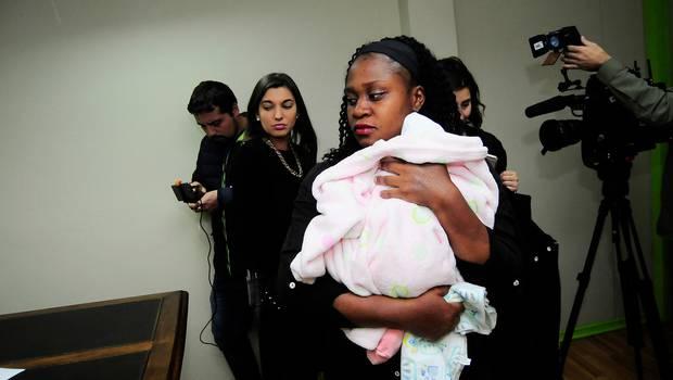 Mujer presenta querella contra Hospital San José tras parir en el pasillo