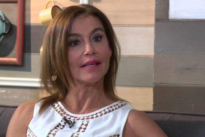 Actriz Pilar Cox llega con una herida de cuchillo en el abdomen a recinto asistencial