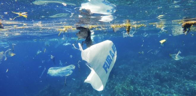 Netflix estrena documental sobre la nociva presencia de plástico en los océanos