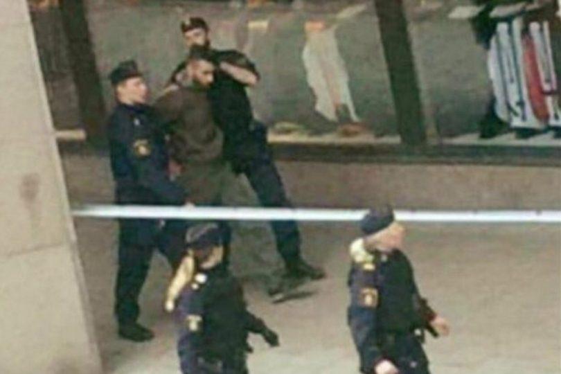 Medios suecos contradicen a la policía y aseguran que sí se detuvo a un sospechoso