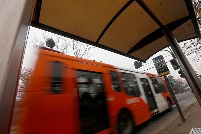 Empresa del Transantiago deberá indemnizar a pasajera que sufrió fuerte caída en un bus