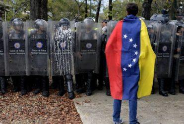 Ex funcionario del gobierno de George W. Bush llama a realizar un golpe de estado en Venezuela