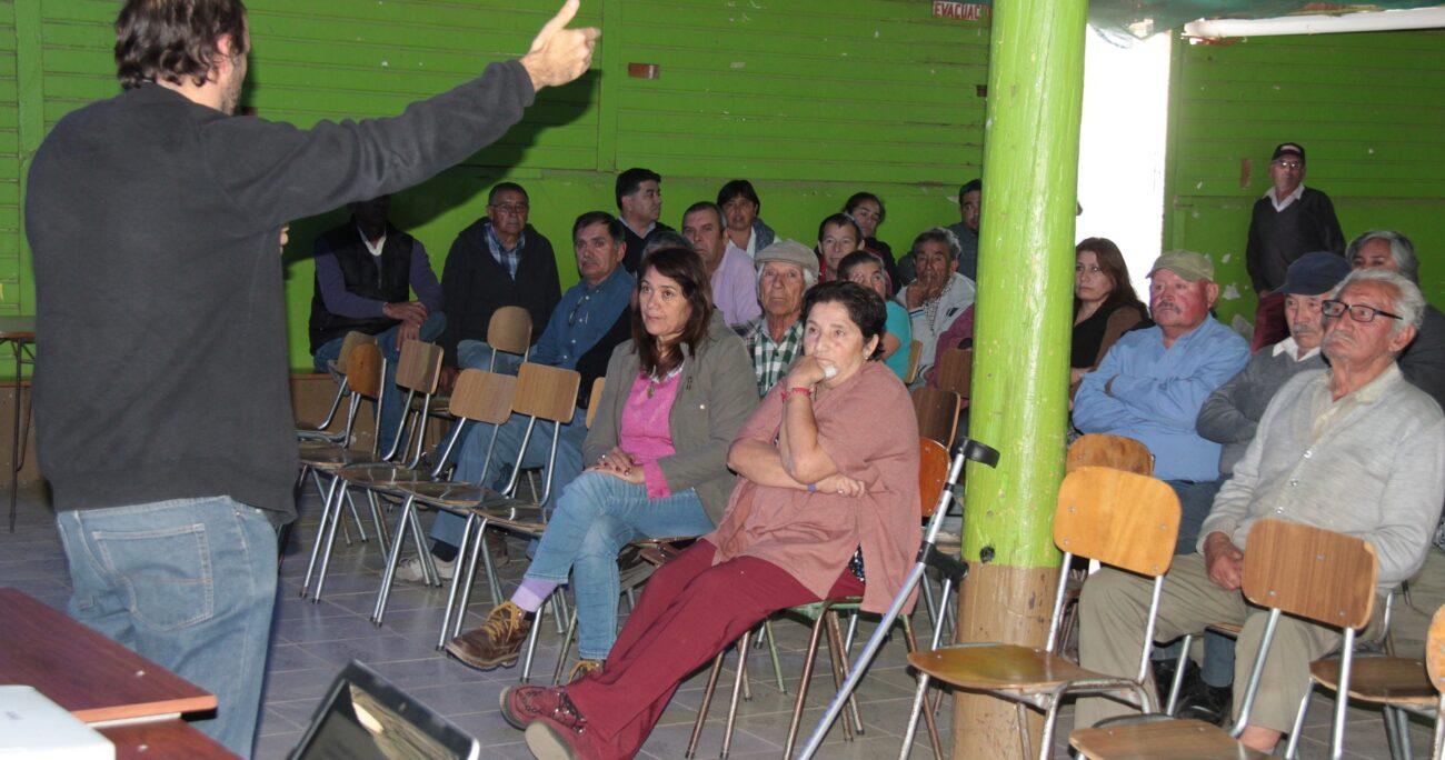 Vecinos de Caimanes eligen comité para definir proyectos de desarrollo comunitario