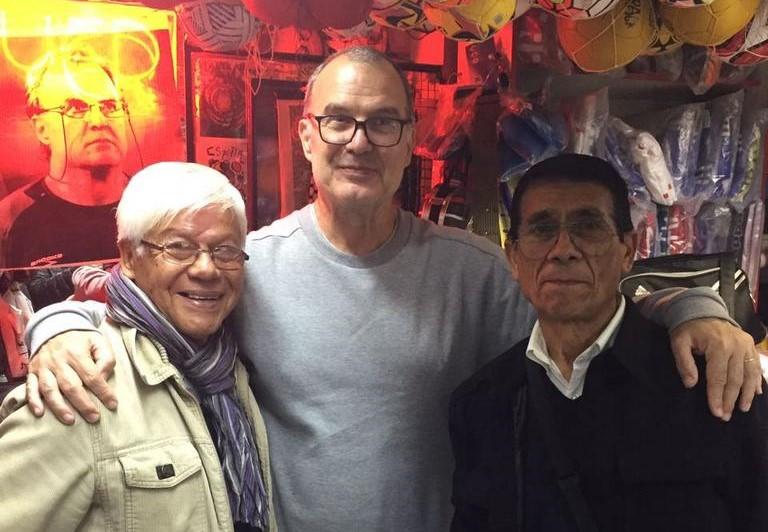 Marcelo Bielsa vino a Chile por un par de horas sólo para este lindo gesto