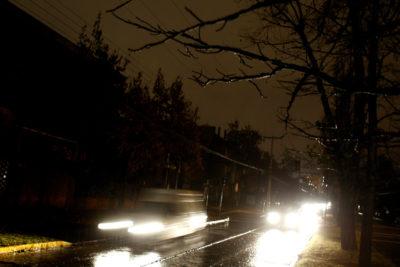 Cortes de luz afectan a sectores de Santiago a causa de la lluvia