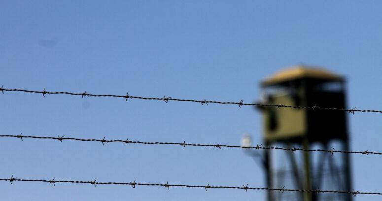 Abogado de reos de Punta Peuco busca citar a Bachelet por decreto de cierre del penal