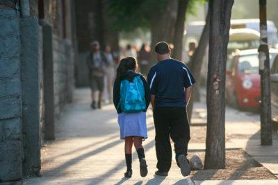 Iglesia y colegios particulares se unen para rechazar circular que resguarda derechos de niños trans
