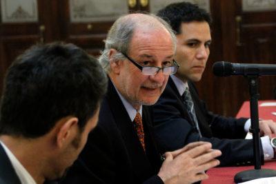 """""""Pinochet quebró la economía de Chile dos veces"""": conversación entre Baradit y Paulsen hizo arder a Luis Larraín"""