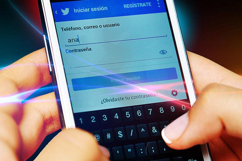 Polémica en proyecto de garantías a la niñez: ¿Podrán los padres revisar las redes sociales de sus hijos?