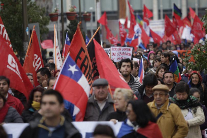 Día del Trabajador: conoce los recorridos y desvíos de tránsito por las dos marchas en Santiago