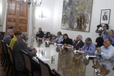 El duro análisis que hizo El País de España sobre el quiebre histórico entre el centro y la izquierda chilena
