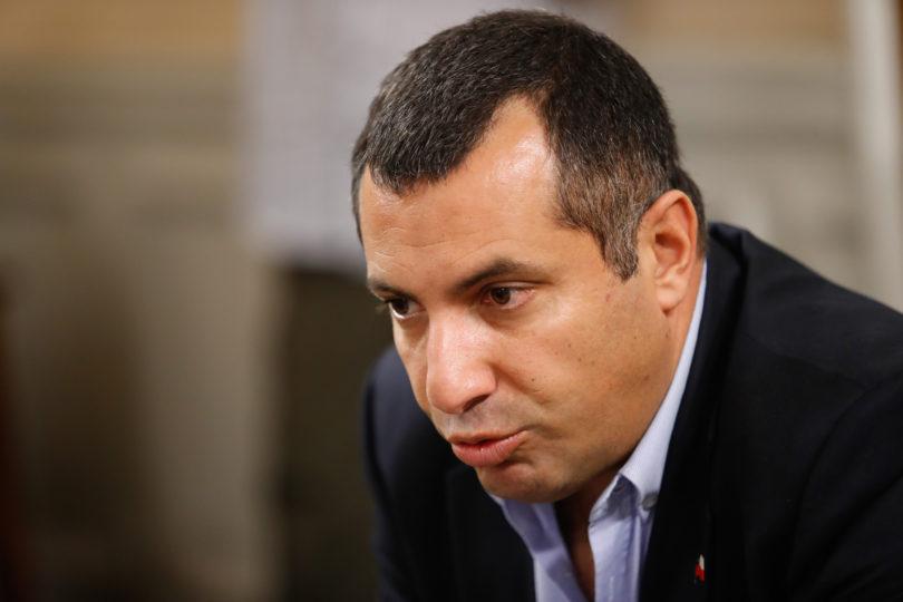 """Hasbún (UDI) se cuadra con Carabineros y acusa """"provecho político"""" en investigación por fraude"""