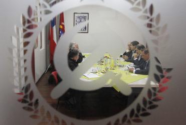 """Tribunal sobresee al PC por venta de propiedades y diputado Núñez se lo dedica a """"los lacayos de la derecha"""""""