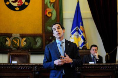 Alcaldes Alessandri y Matthei se comprometen a respetar circular sobre derechos de niños trans