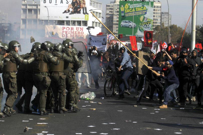 Día del Trabajador: Incidentes aislados empañan marcha de disidentes de la CUT