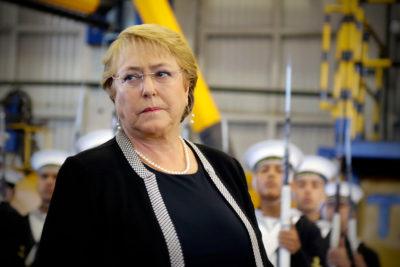Presidenta Bachelet fue evacuada de aeropuerto en Nueva Zelanda por alarma de incendio