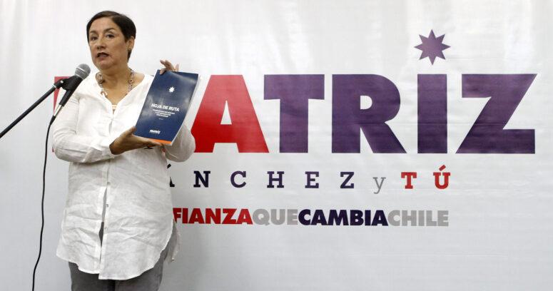 """""""Beatriz Sánchez presenta su """"hoja de ruta"""" que incluye reforma tributaria, fin al CAE y a las AFP"""""""