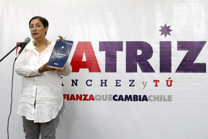 """Beatriz Sánchez presenta su """"hoja de ruta"""" que incluye reforma tributaria, fin al CAE y a las AFP"""