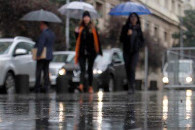 Así es el sistema frontal que promete lluvias y vientos intensos para 10 regiones del país