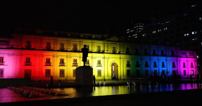 """El mensaje de tolerancia de Pablo Simonetti a diputado Kast tras acusar """"dictadura gay"""""""