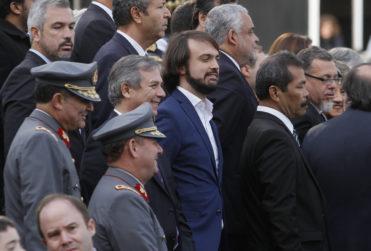 El gesto del alcalde Jorge Sharp con el guardia que falleció hace un año y que no pasó desapercibido en Valparaíso