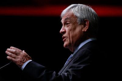 """El País critica que Piñera """"en estos 27 años no abandonó totalmente los negocios por la política"""""""