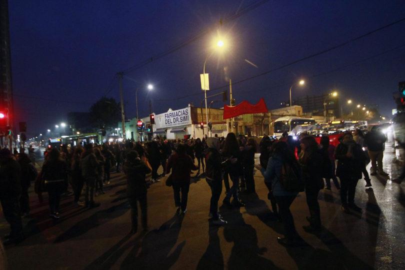 FOTOS |Manifestantes bloquearon el tránsito en la Alameda generando gran congestión