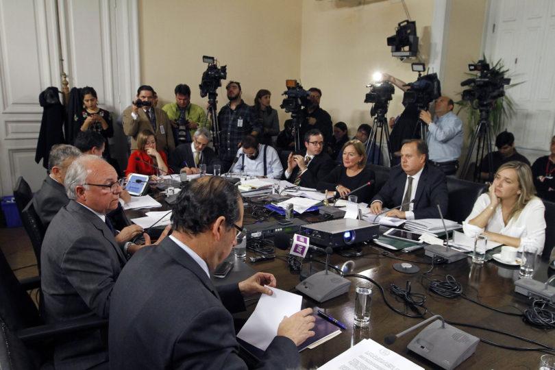 Ex generales directores aseguraron desconocer el millonario fraude en Carabineros