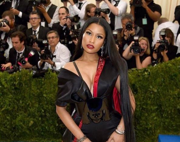 Estudiantes peregrinan a su Twitter: Nicki Minaj está pagando carreras universitarias a buenos alumnos