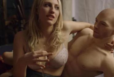 VIDEO | Así funciona el primer muñeco sexual para mujeres, según una reportera de Vice