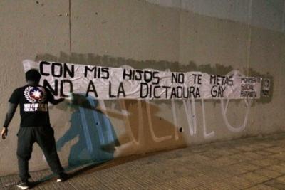 Movimiento Social Patriota: la agrupación tras los mensajes homófobos y xenófobos en todo Chile