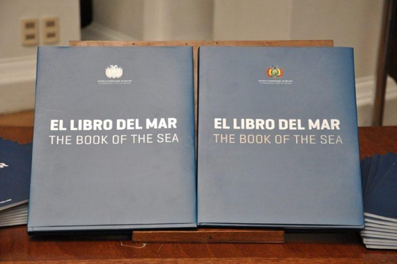 """Ministerio de Educación cursa sumario por entrega de """"Libro del Mar"""" de Bolivia en liceo de La Serena"""