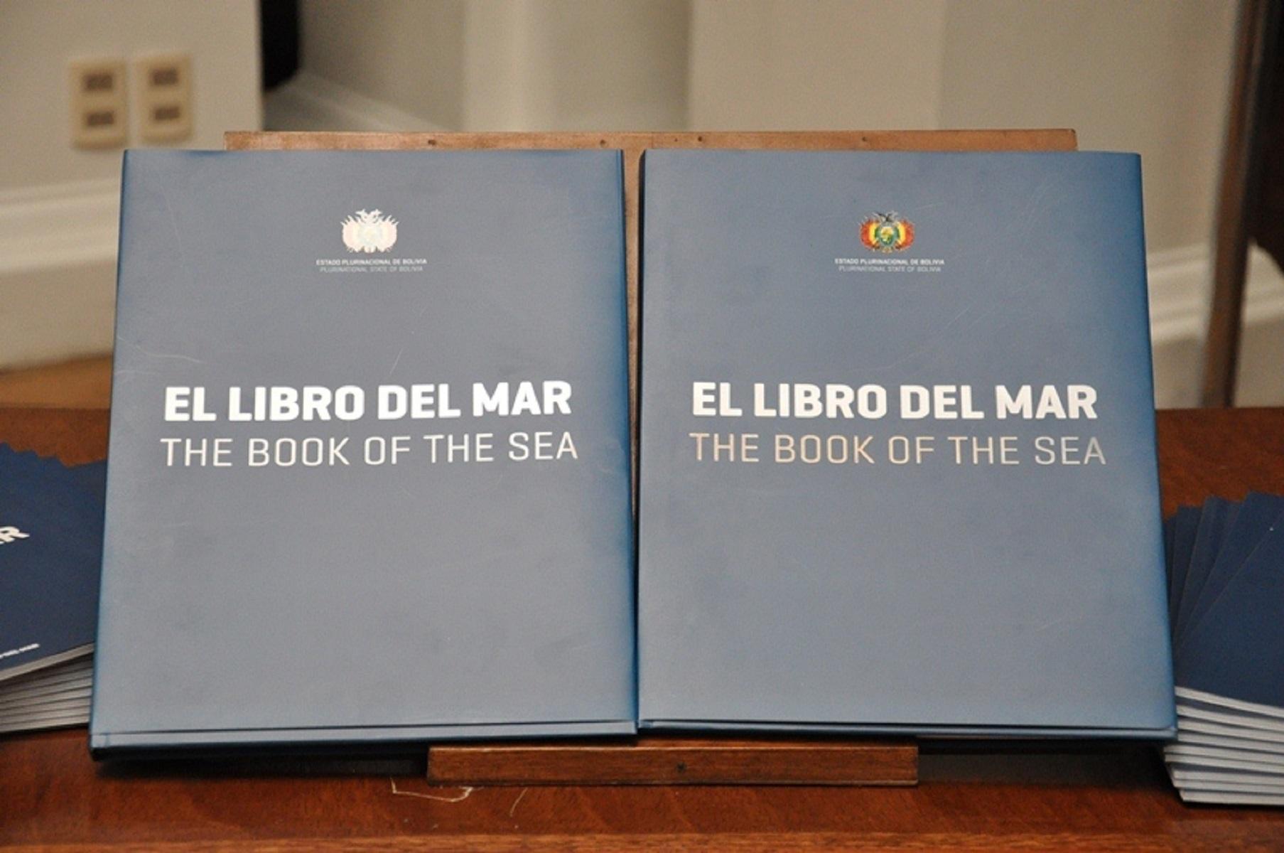 """En favor de la integración, escuela de La Serena entrega a sus alumnos el """"Libro del Mar"""" boliviano"""