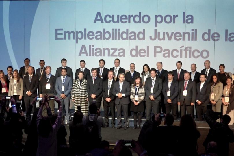 Nestlé y 37 empresas se alían para ayudar jóvenes latinoamericanos a entrar al mundo laboral