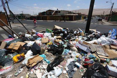 FOTO |La asquerosa postal que dejó el fin de semana largo en las costas de Arica