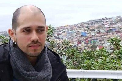 A dos años del ataque, Rodrigo Avilés participa en marcha en Santiago