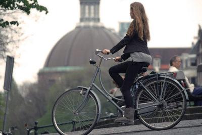 Diseñan la primera bicicleta que limpia el aire contaminado mientras pedaleas