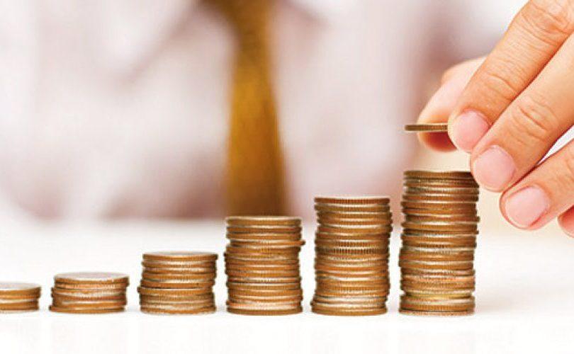 """Aumento en utilidades de AFP: economista apunta a las """"altas comisiones"""" para obtener ganancias"""