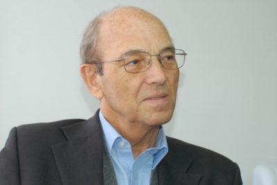 """Ricardo Ffrench-Davis y plan de Piñera de bajar impuestos a empresas: """"Es una aberración y populismo de derecha"""""""