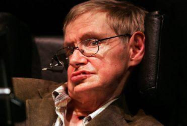 """Stephen Hawking pronostica el año en que la Tierra se convertirá en una """"bola de fuego"""""""