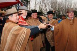 Los Huasos Quincheros homenajean a Agustín Edwards durante misa en su recuerdo