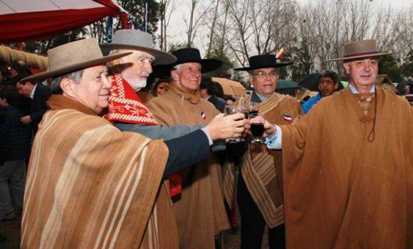 """""""Los Huasos Quincheros homenajean a Agustín Edwards durante misa en su recuerdo"""""""