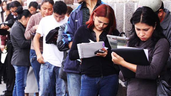 Desempleo juvenil en Chile: radiografía al difícil panorama laboral de las nuevas generaciones