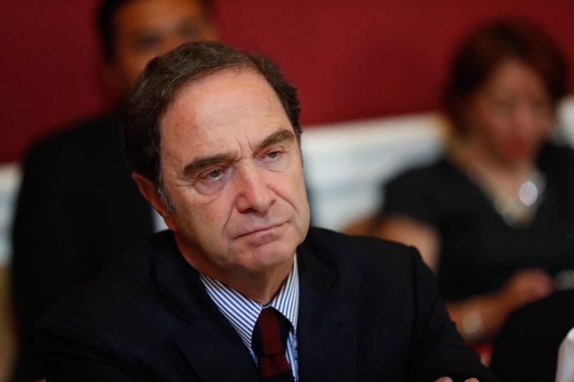 """Senador Larraín sube el nivel del debate con diplomática respuesta: """"¡Guatón copión y fome!"""""""