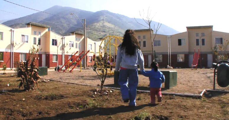 """""""Derogan decreto que negaba subsidios de vivienda a familias de campamentos"""""""