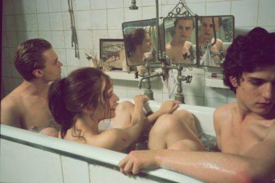 Historias de tríos, enamoramiento y sexo: hablamos con tres personas poliamorosas en Santiago