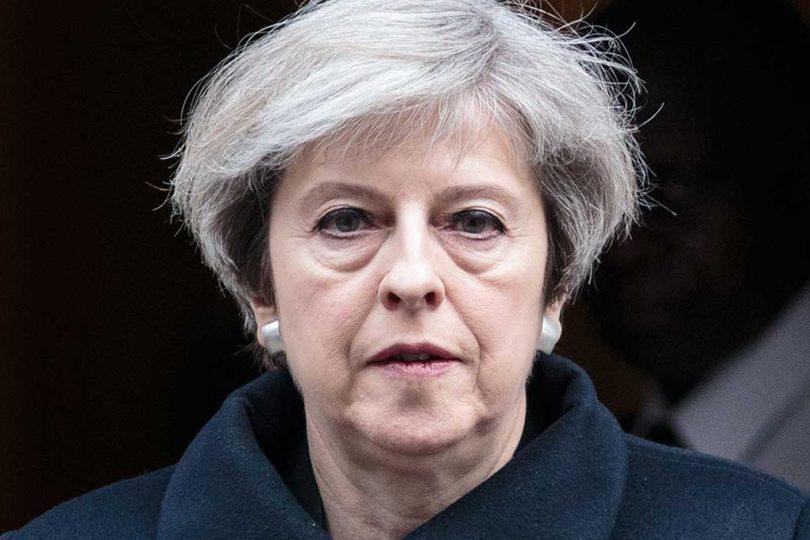"""Theresa May condena """"horrible atentado terrorista"""" en concierto de Ariana Grande en Manchester"""