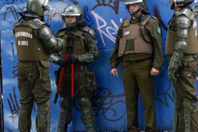 Nuevo desalojo de Liceo Confederación Suiza termina con tres estudiantes detenidos